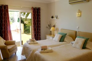 Algarve-Villa-Room-4-En-Suite-double-bed-2