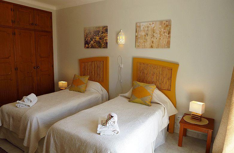 algarve-villa-room-2-betten-2