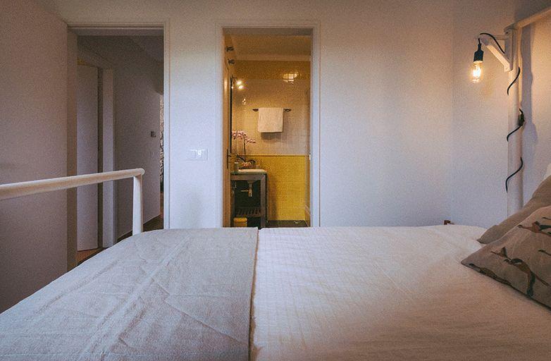 guincho-bay-villa-room-1-bett-von-der-seite