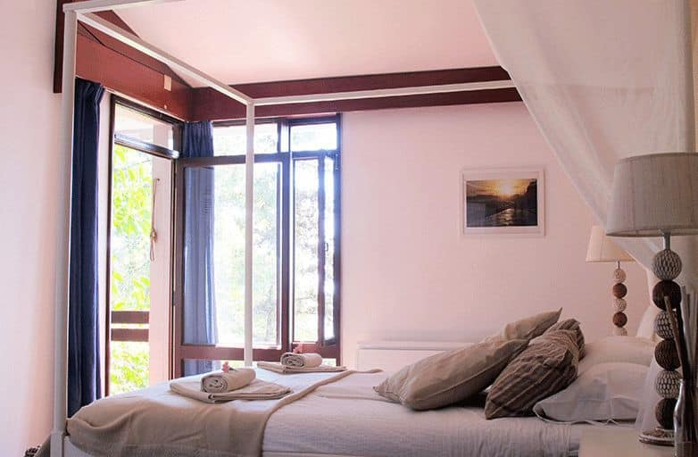 guincho-villa-room-2-bett-von-links