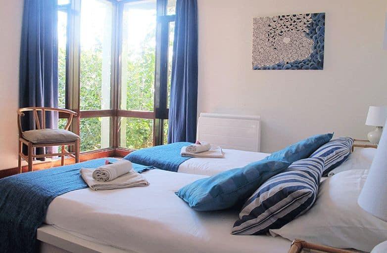 guincho-villa-room-3-bett-seite
