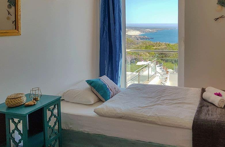 guinchobay-villa-room-3-bett-aussicht