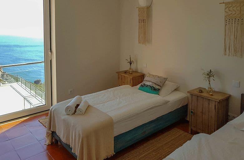 room 4 single beds sea view